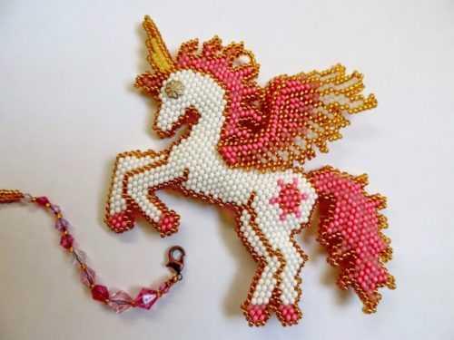 Кирпичное плетение бисером для начинающих — схемы, идеи применения и особенности создания поделок